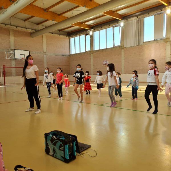 Baile actividades Escuela pascua 2